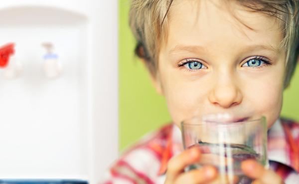 Kid drinking from XO Bottleless cooler